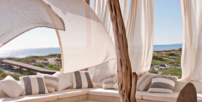 Mediterrane Terrasse Gestalten Mit Terrassenüberdachung Aus Holz Und Babmus  Und Weißen Gardinen Für Beschattung Terrasse