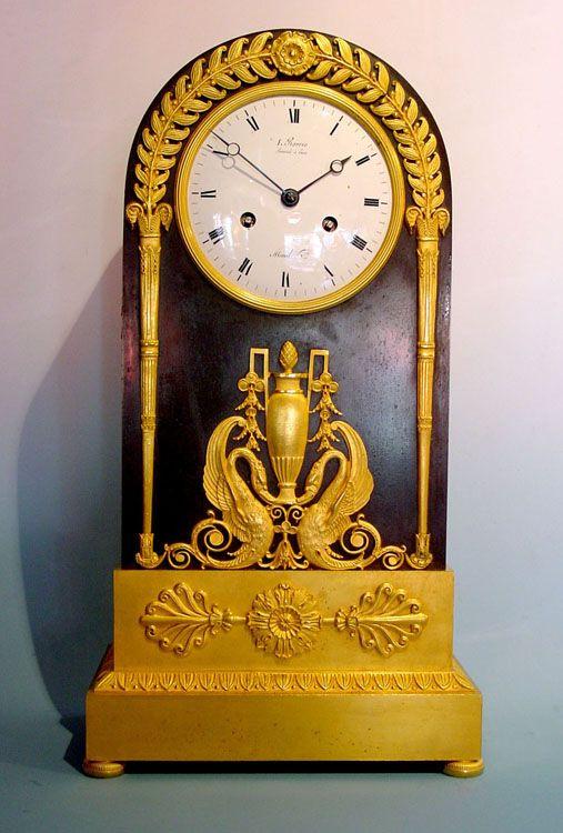 Francés antiguo Imperio dorado y patinado de bronce reloj de la chimenea por Ravrio
