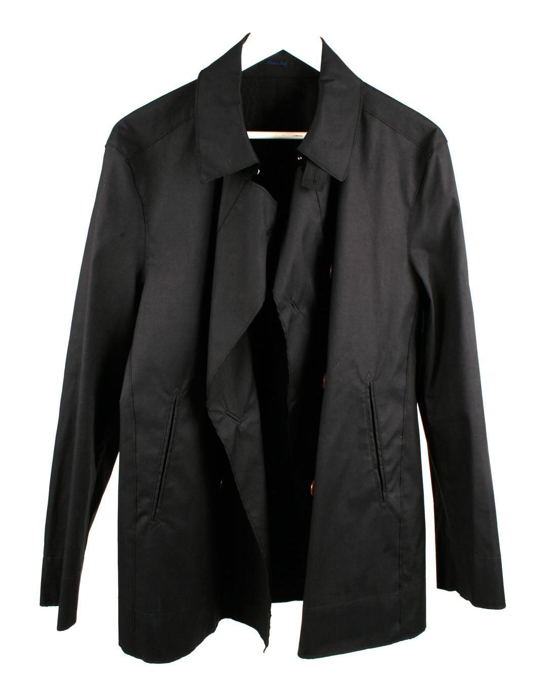 Abrigo azul marino tres cuartos, tiene solapas, con corchete en el ...
