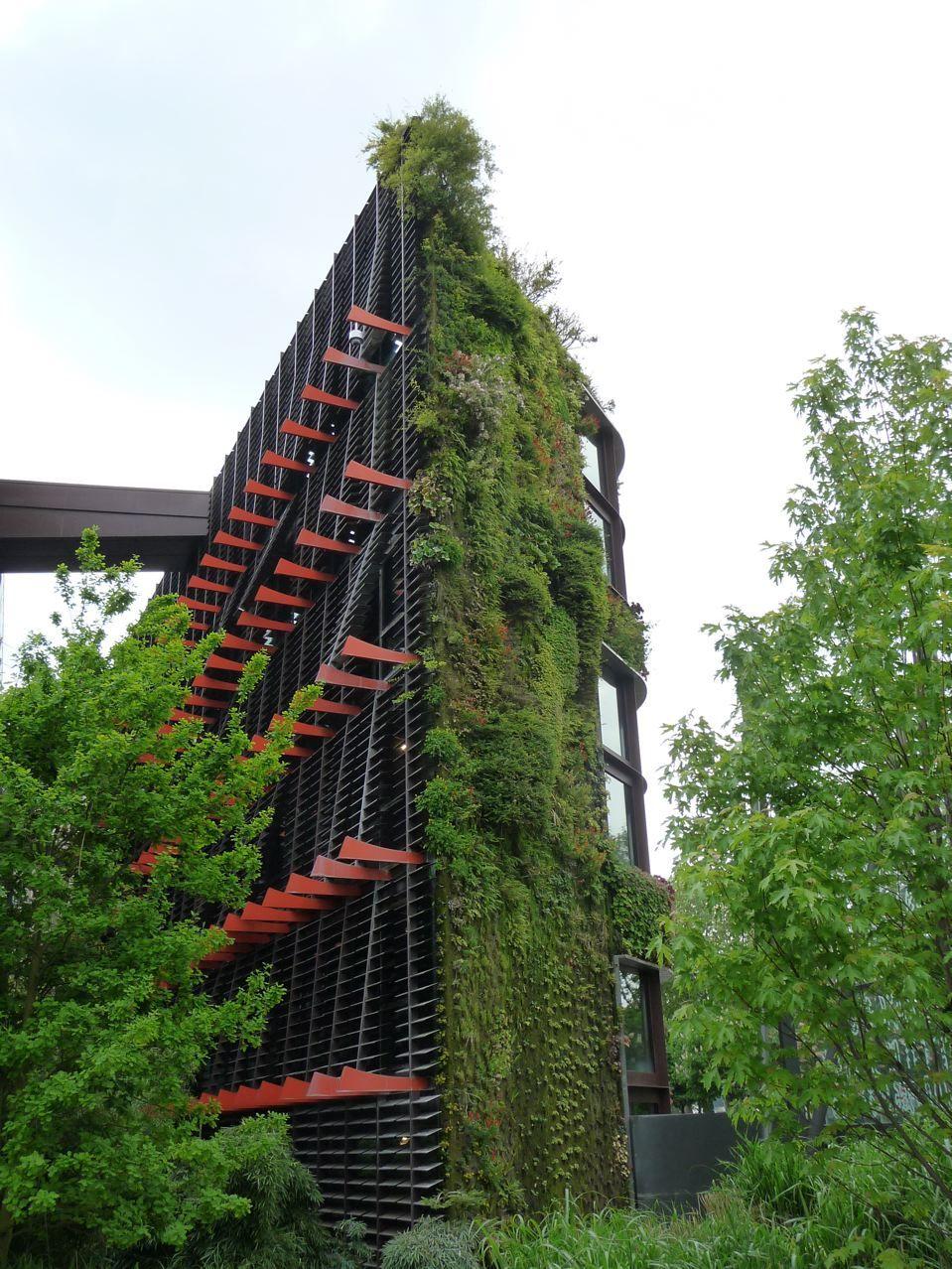 Le mur végétal du Musée du quai Branly a été créé en 2004 par le ...