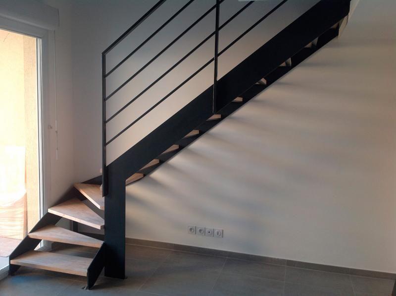 Escalier métallique quart tournant bas avec palier escalier - avantage inconvenient maison ossature metallique