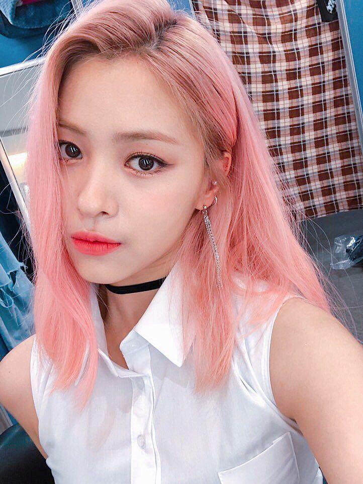 Itzy On Ryujin 0 0 In 2019 Kpop Girls Celebrities Pink