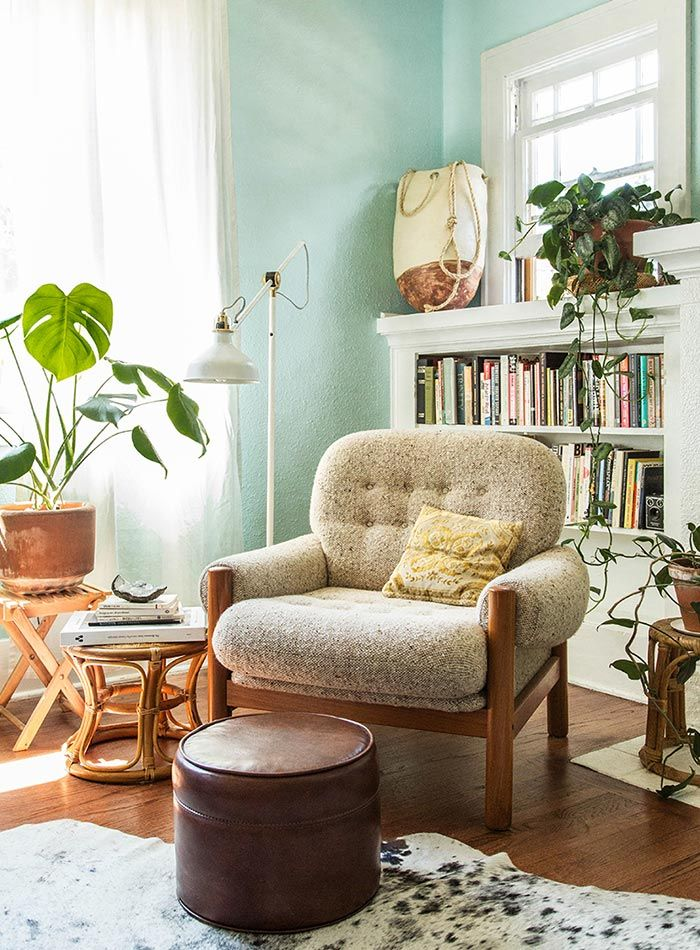 A Relaxed Bungalow In Portland Oregon Bungalow Living Rooms Bungalow Decor Living Room Green