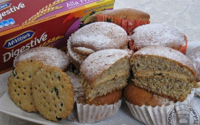 Muffin allo yogurt ripieni di biscotti
