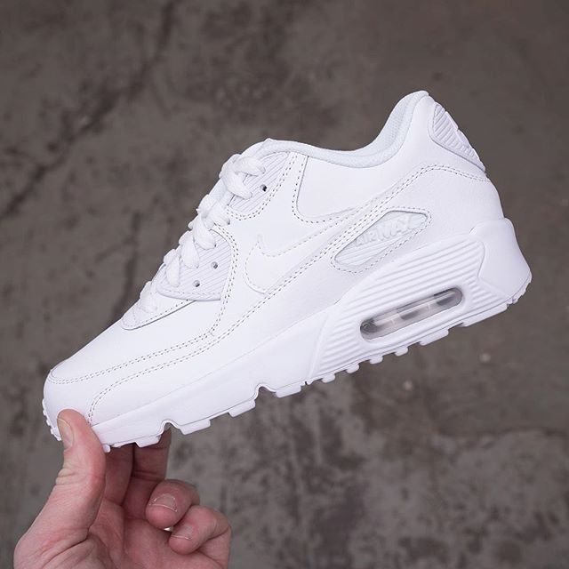 Nike Air Max 90 Triple White | Skor sneakers nike, Air max