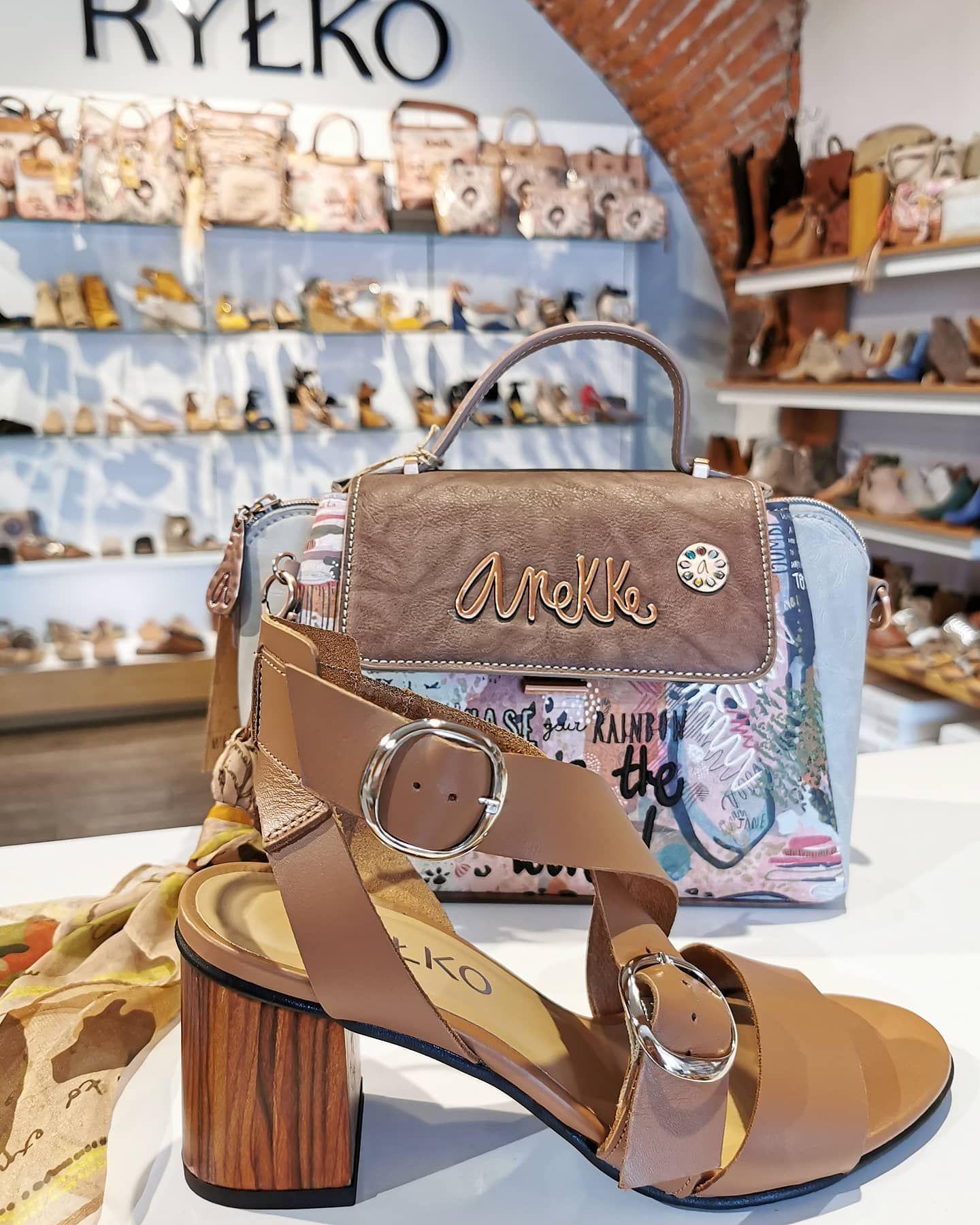 Karmelowe Sandaly Na Slupkowym Drewnianym Obcasie Rylko Klamerki Nadaja Im Charakteru Rylkoobuwie Rylko Sandaly Highheels Kar Shoulder Bag Shoes Bags