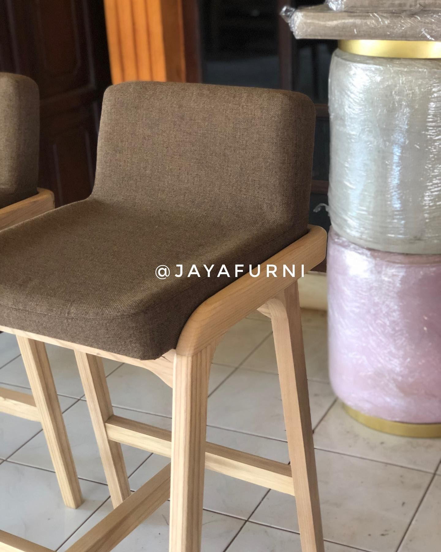 MODERN BAR CHAIR ( Sungkai )  dimensi 42 x 42 x  75 )cm) Material kayu mahoni/kayu jati/kayu sungkai  Free custom Colour  ORDER WA : 08563099283  #furnituresale #furniturecafe #marketing #meubelminimalist #furniturebali #scandinavianhome #bangkukayu #teakwood #meubelmurah #furniturebandung #furniturejakarta #furniturevintage #kursirotan #furniture #livingroom #jakartafurniture #homeliving #furnituremurah #kursicafe #furnituredesign #diningchair #homeinterior #interior #cafechair #kursibar