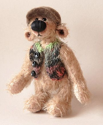 Oso Teddy con chaleco de colores