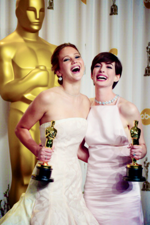 Jennifer Lawrence and Anne Hathaway, Oscars 2013 ...