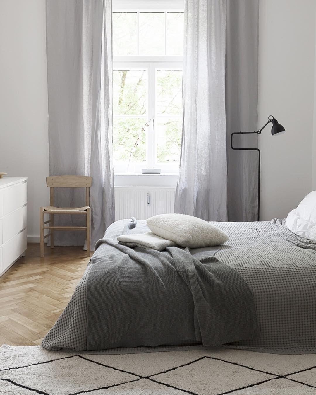 15 Trucchi Per Una Stanza Piu Grande 53 9k Followers 1 453 Following 1 693 Posts See Instagram Photos And Videos From Sarah Van Peteghe Bedroom Interior Bedroom Design Minimalist Home Interior