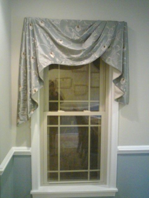 Only a professional decorator would come up with this creative treament.  Moreland Valances