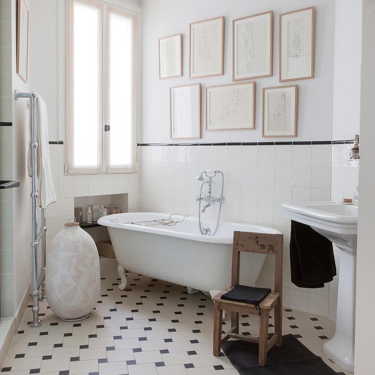 Badezimmer Schwarz Und Weiss Bild 6 In 2020 Grosse Badezimmer Badezimmer Schwarz Badewanne Dekoration