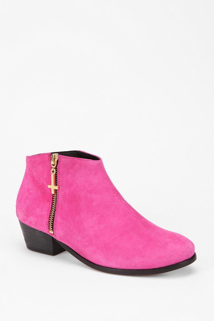 Pink power #urbanoutfitters #miista #suede #ankleboot