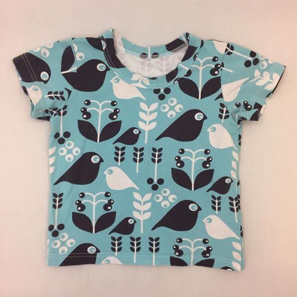 Handmade T-paita, koko 80 - 86. Kangas NOSH. Aavistus pesukulumaa.