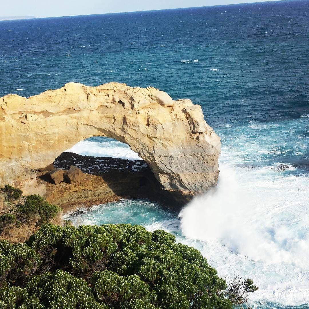 Impresionantes acantilados por todas partes... ----------------------------------------- Awesome cliffs everywhere  #australia #greatoceanroad #greatoceanroadtrip #ilovetravel by mipequennotocador