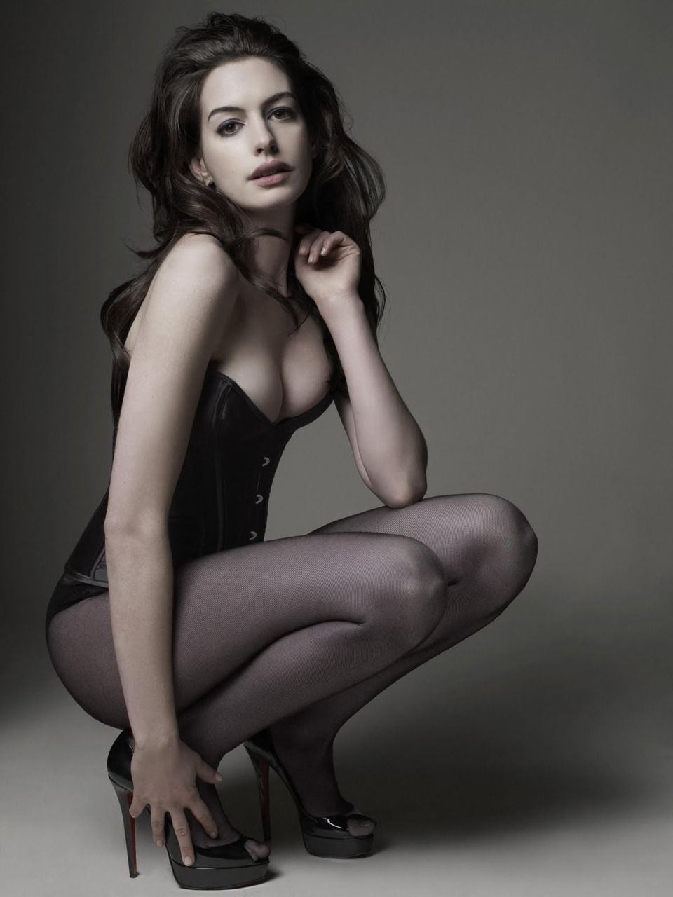Hathaway cleavage anne
