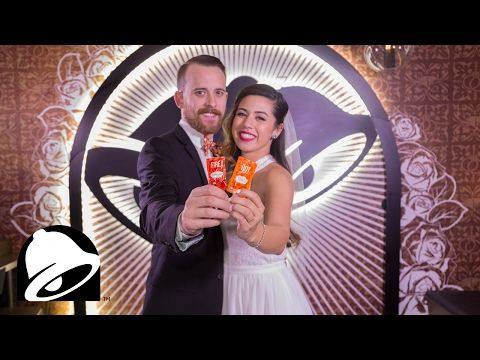 You Can Start Planning For Your Taco Bell Wedding Now Taco Bell Wedding Geek Wedding Las Vegas Summer