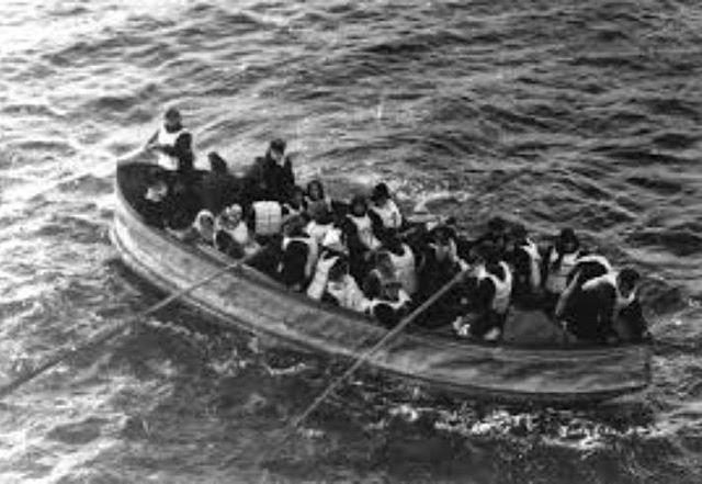 Algunos pudieron zarpar en botes de la dotación del Titanic,eludiendo así la posibilidad de morir de hipotermia por las bajas temperaturas del agua.!