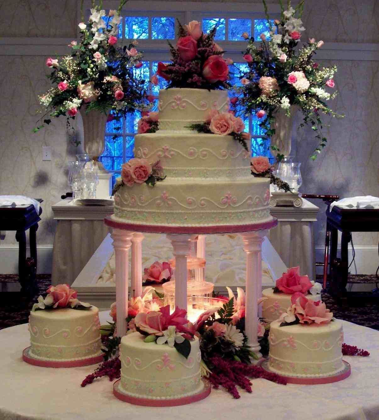 Wedding Cakes With Fountains And Bridges Weddings Pinterest
