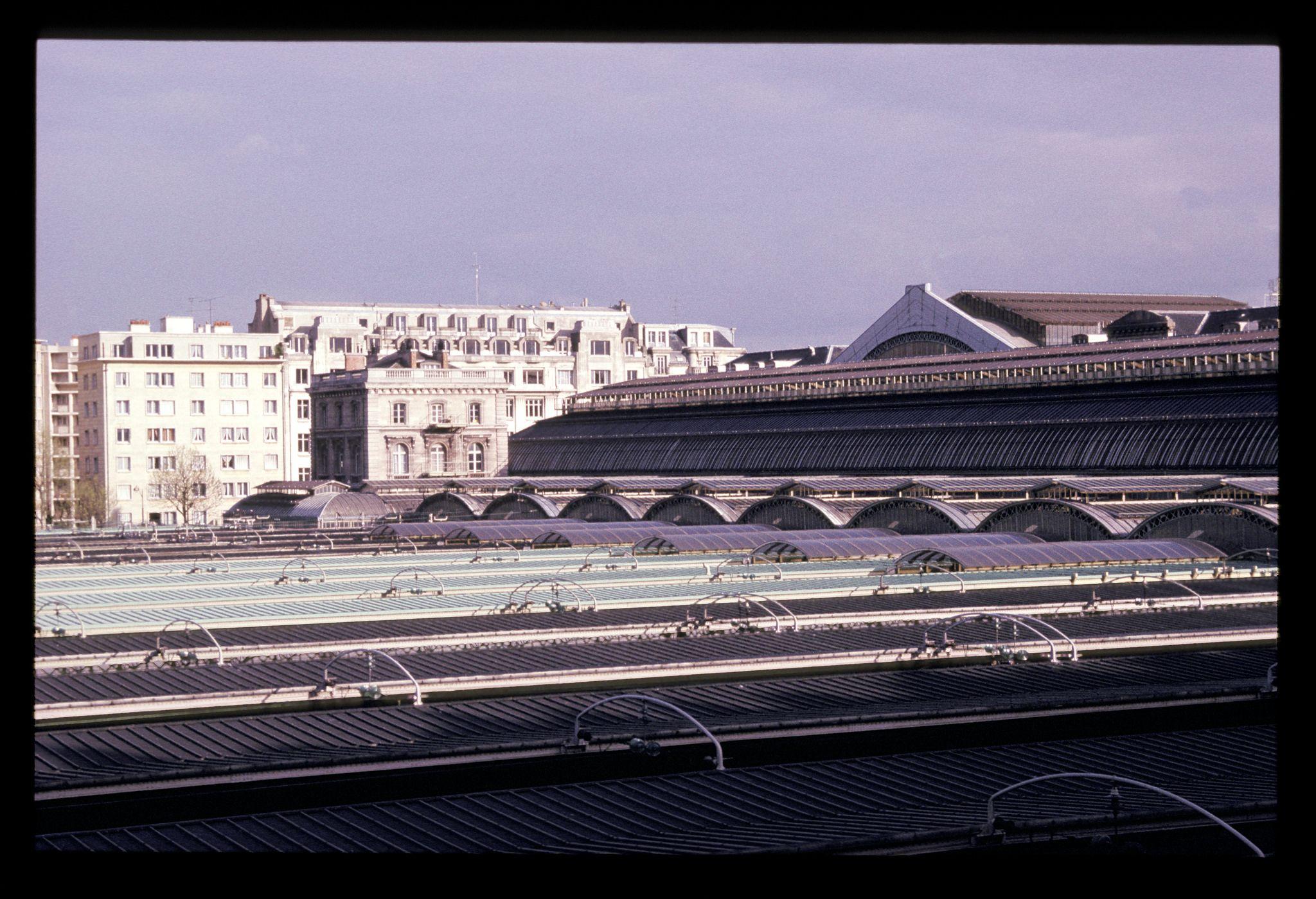 """Gares et trains"" © alain halter."