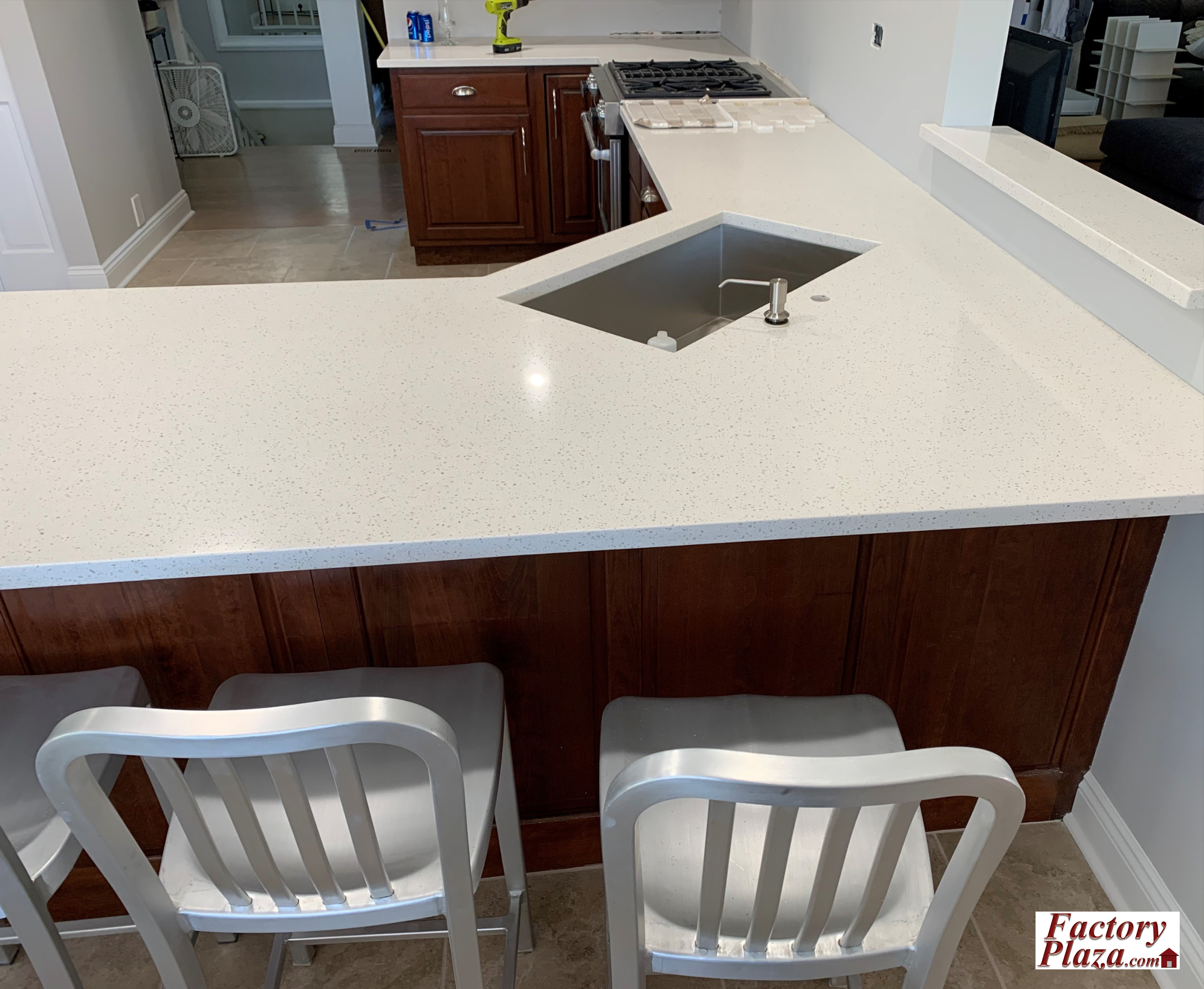 Dark Kitchen Cabinets And White Quartz Is One Of Our Favorite Co Kitchen Cabinets And Countertops Cabinets And