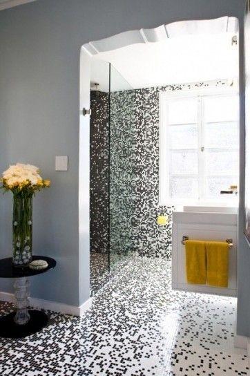 Bagno con mosaico bianco e nero effetto pixel   Inspiring homes ...