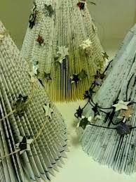 Kuvahaun tulos haulle joulukoristeita vanhoista kirjoista