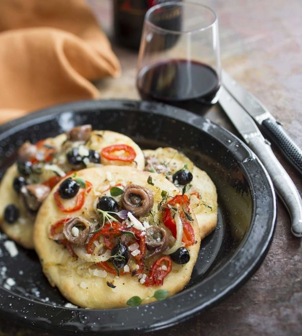 Small pizza from Provence, Pissaladière - provencelainen pizza, resepti – Ruoka.fi