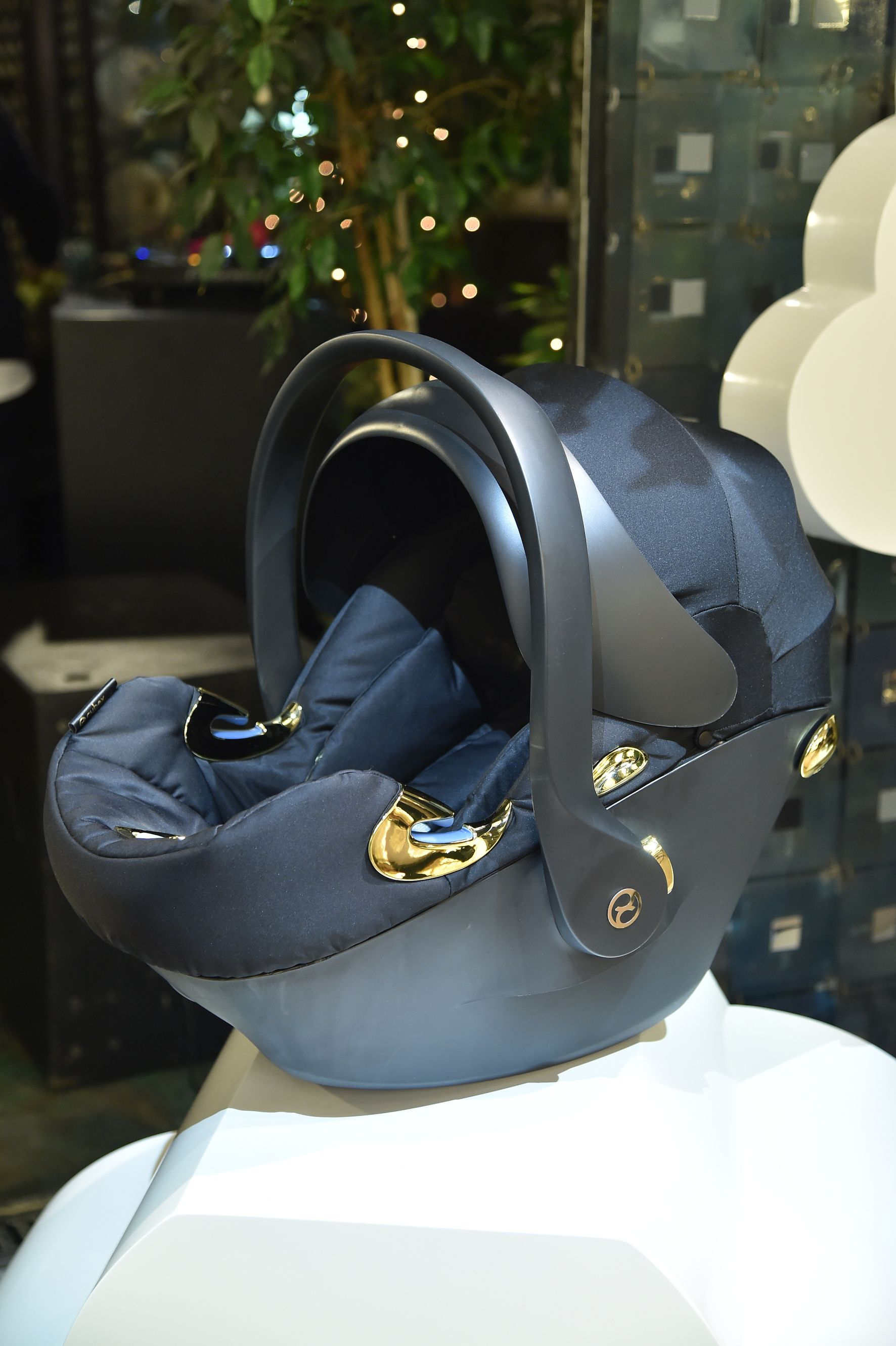 cdc88dbfcb56 The infant car seat ATON Q of the CYBEX by Jeremy Scott Capsule Collection