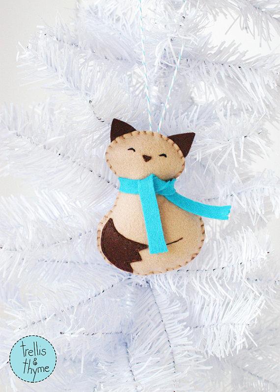 PDF Pattern Cozy Kitty Winter Felt Ornament by sosaecaetano