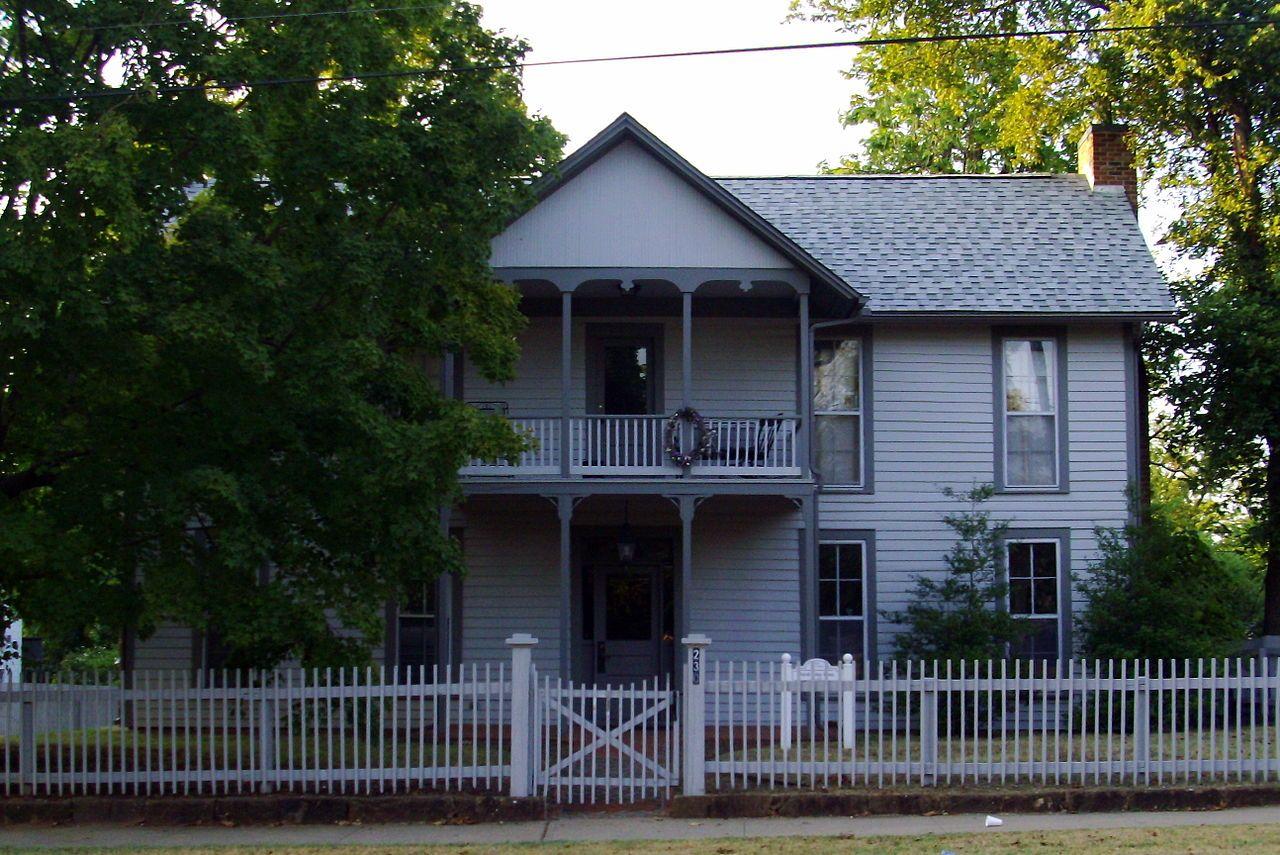 Ridge House in Washington County, Arkansas