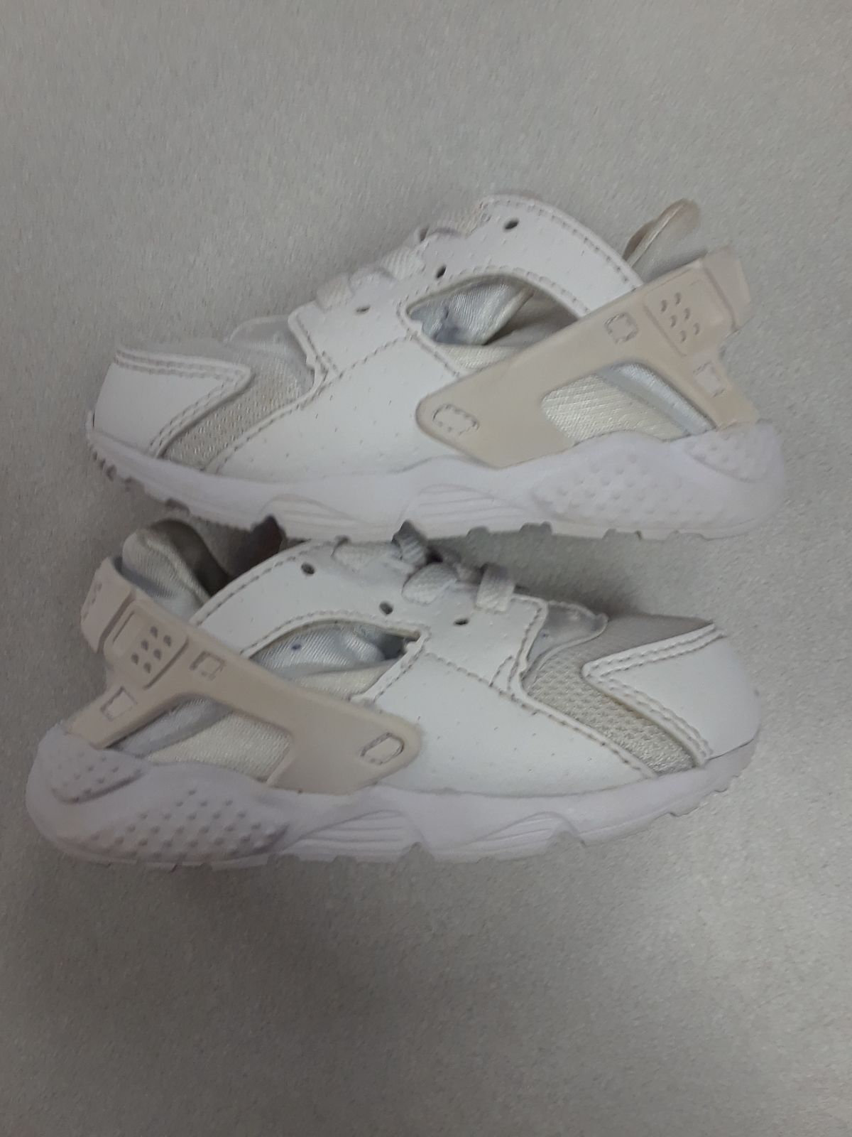 Gently used Huaraches, toddler size 6c