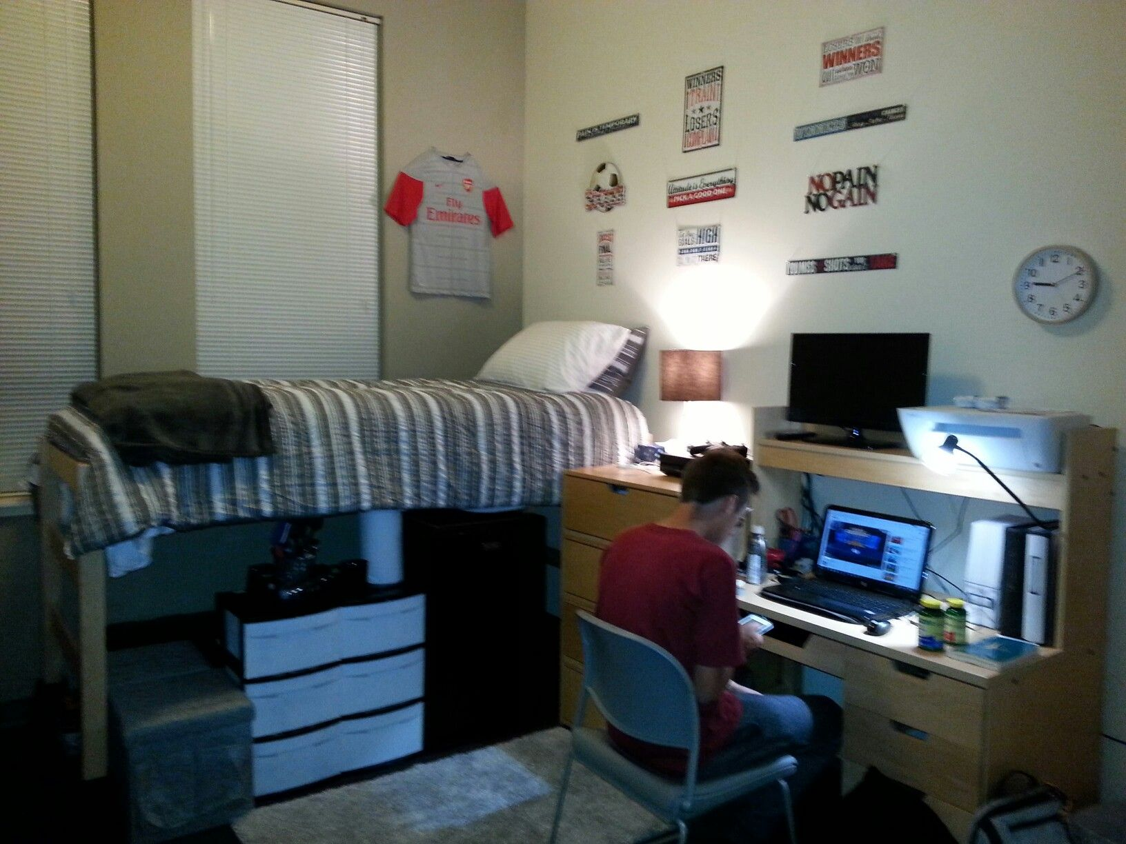 Guys dorm room Cool and functional! Pacific University of  ~ 204436_Dorm Room Ideas For Guys