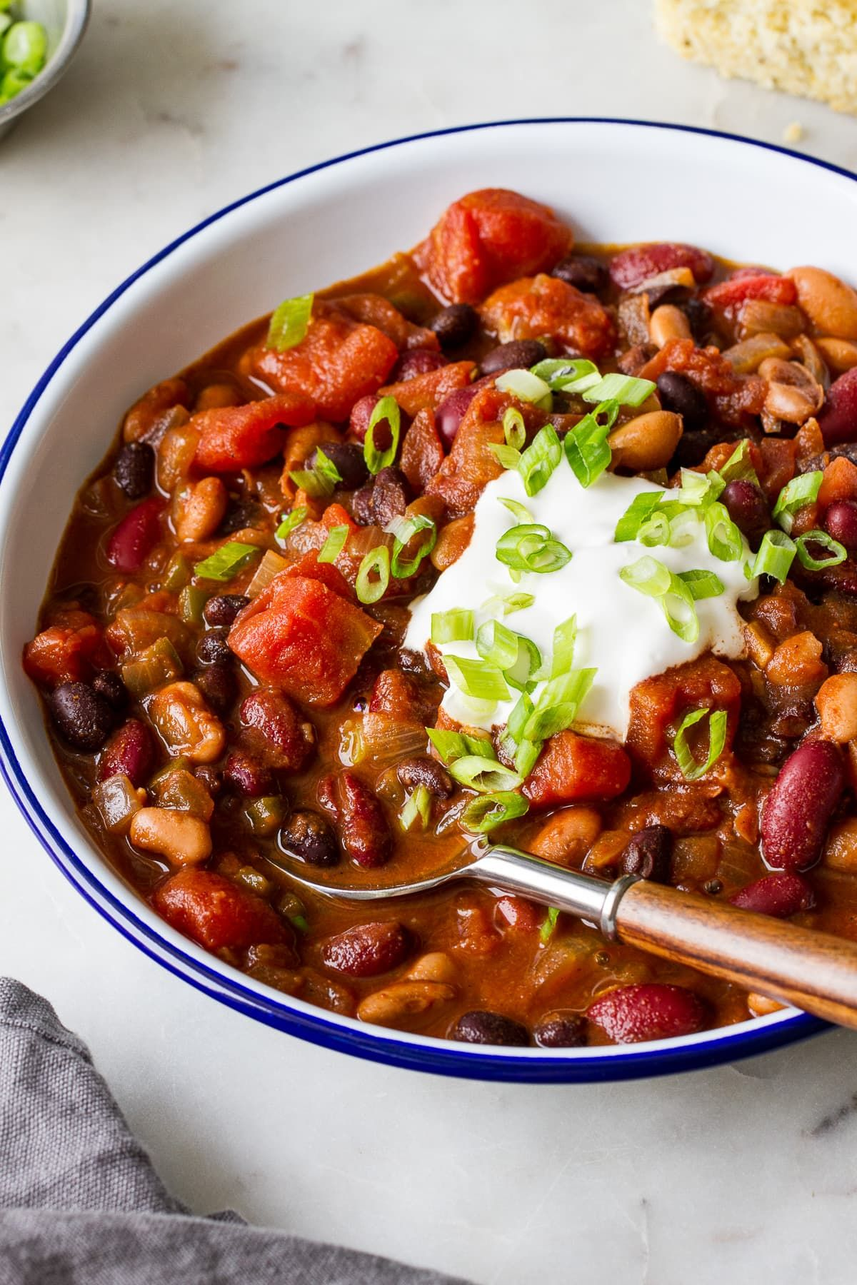 This Quick And Easy 3 Bean Chili Is Perfect When You Want A Cozy Warm Vegan Chili In 30 Minutes Or Le Three Bean Chili Vegetarian Recipes Healthy No Bean Chili