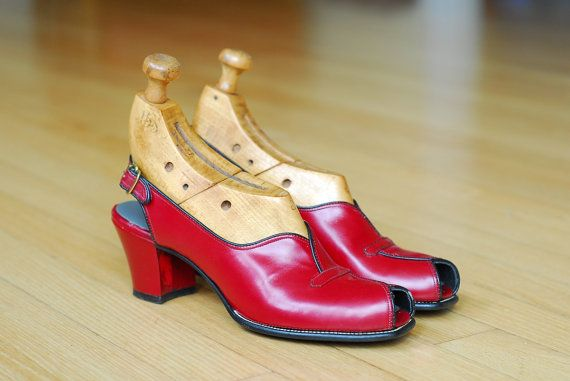20 off SALEvintage 1940s shoes / 40s red von honeytalkvintage, $160.00