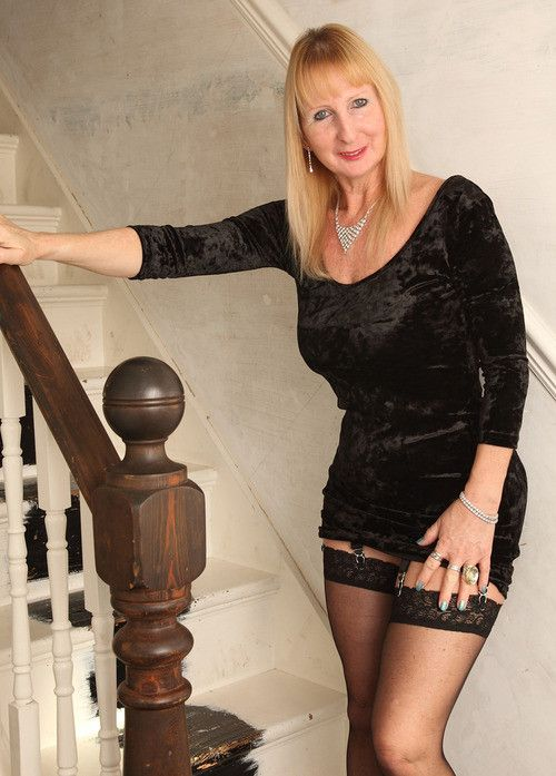 Dating men in nylons in Perth