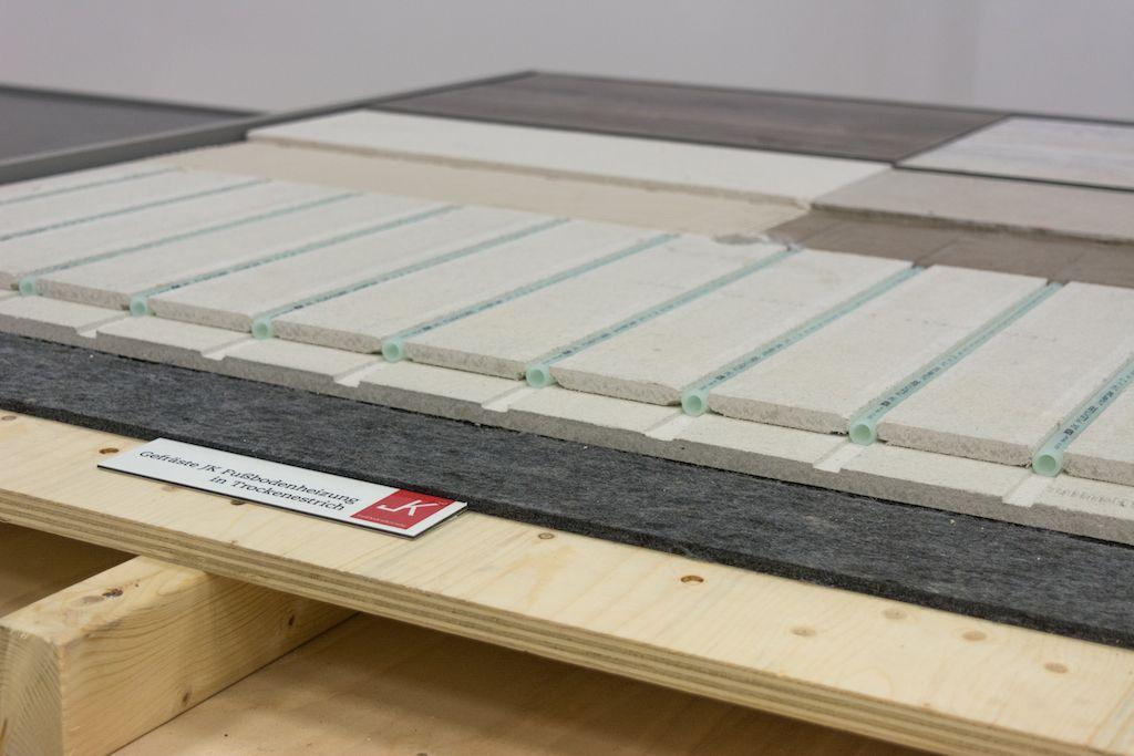 Een houten vloer op vloerverwarming het is mogelijk in div
