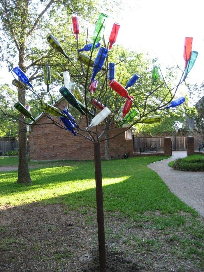 kreative gardenideen baum dekorieren flaschen wiederverwenden - baume fur den vorgarten