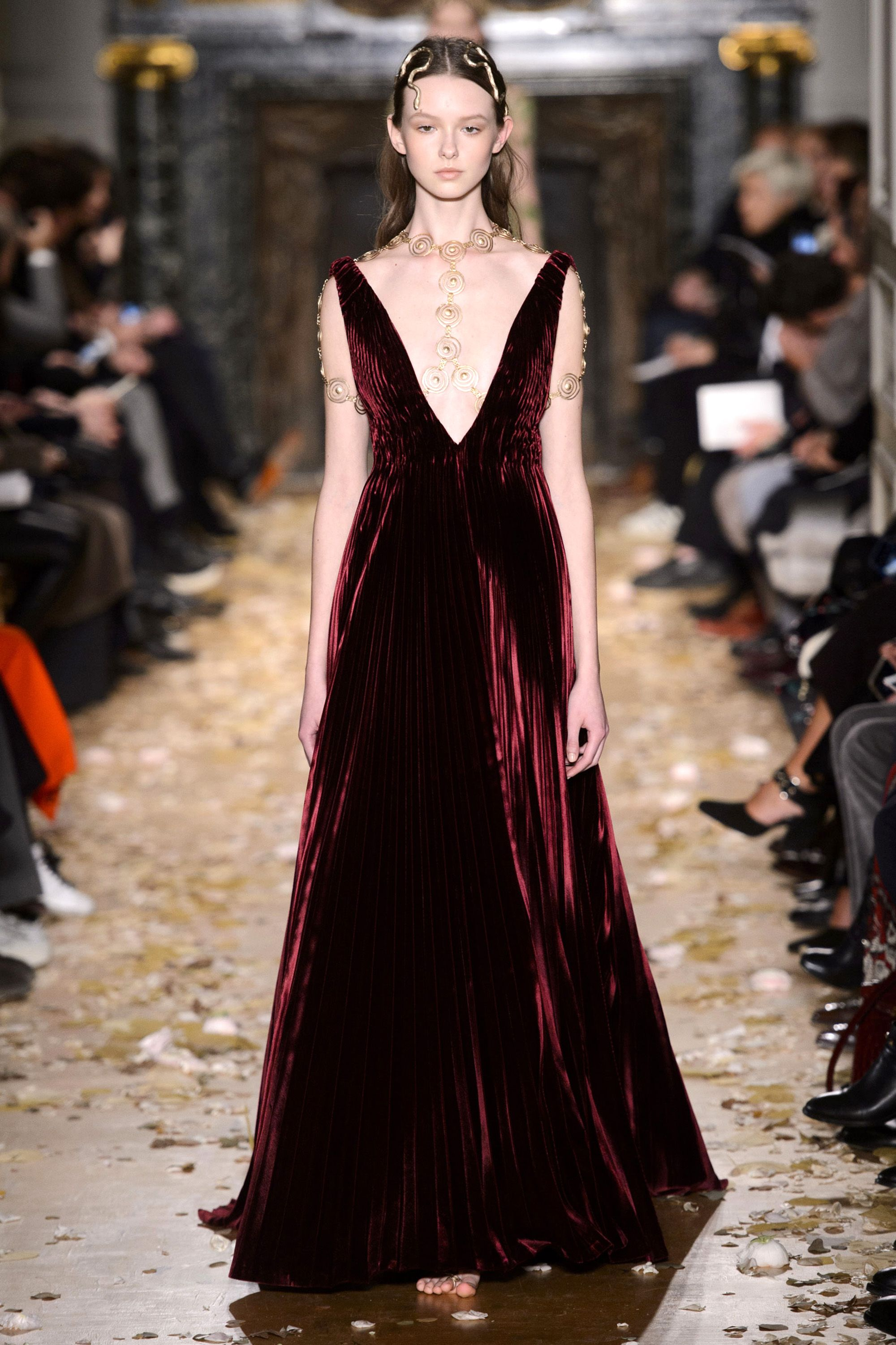 Watch 10 Best Tracks from Haute Couture FashionWeek video