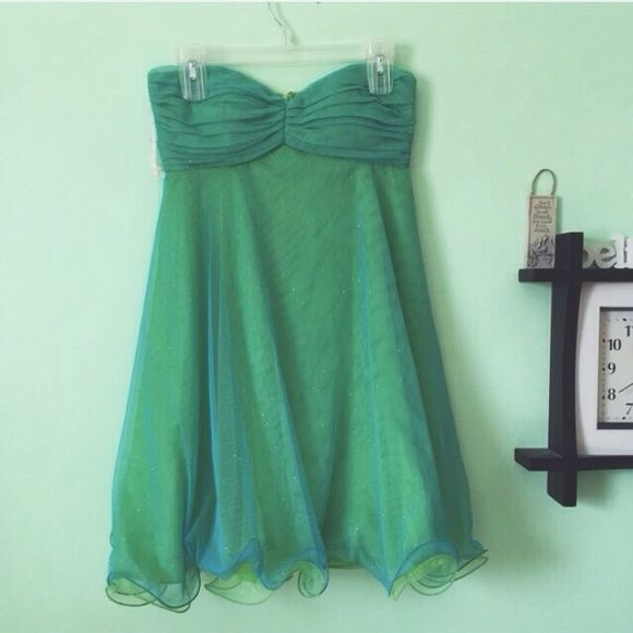 """Jump apparel prom/homecoming dress >> jump apparel by wendye chaitin >> green and blue with a touch of sparkle >> super unique and has a cute hem that twists and curve >> strapless and a ruched bust  >> jump apparel size 1/2 >> bust measurement is 15""""  >> length is approximately 29"""" Jump apparel Dresses"""