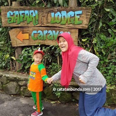 Seru-seruan wisata keluarga ke Taman Safari (hanya) dalam 6 jam. Bisa dapat apa? Berapa harga tiket masuknya? Jam berapa bukanya? Simak 16 tips, cerita dan pengalaman berlibur di Taman Safari Bogor berikut ini.