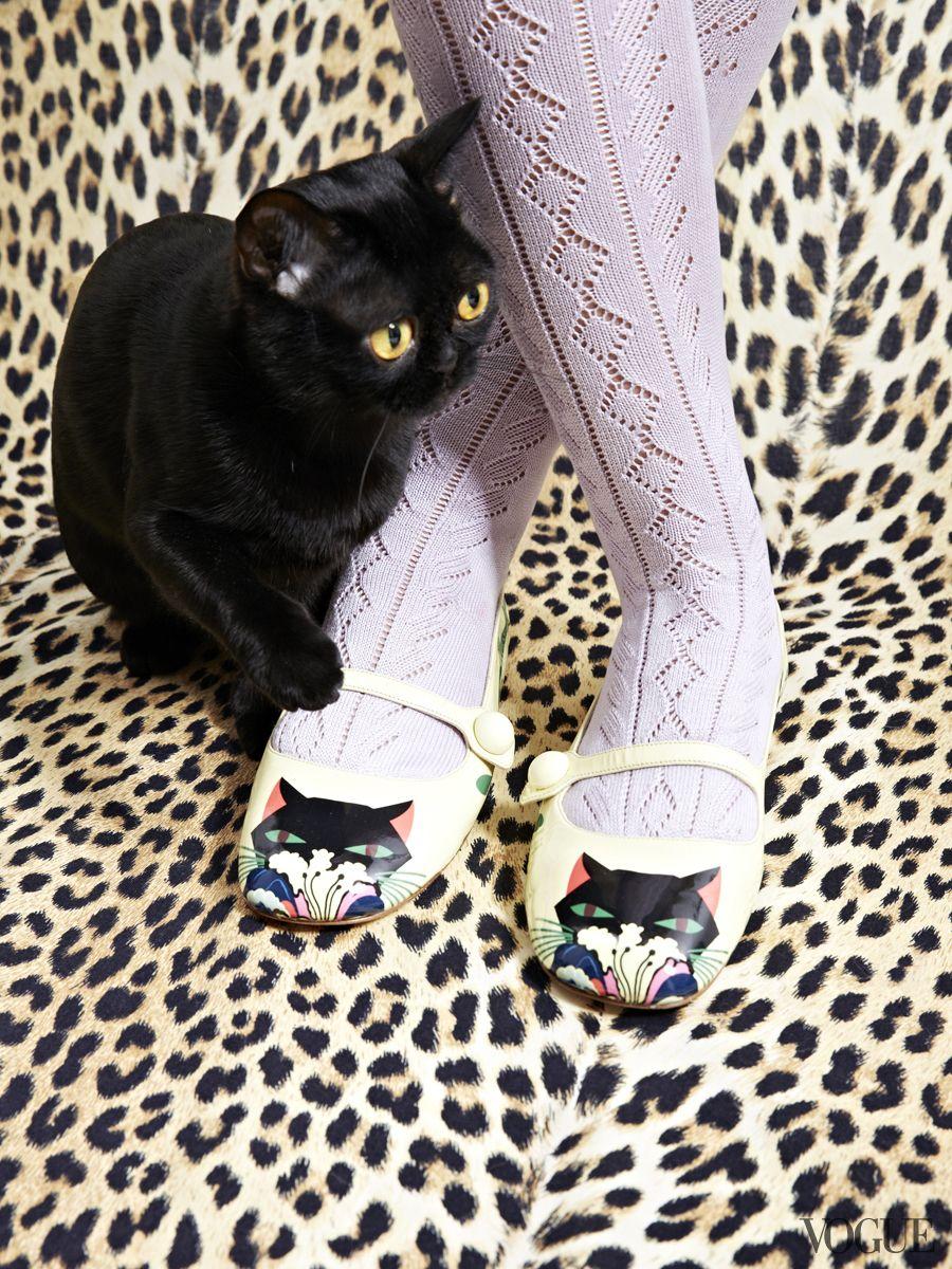 Www čierna mačička dievčatá