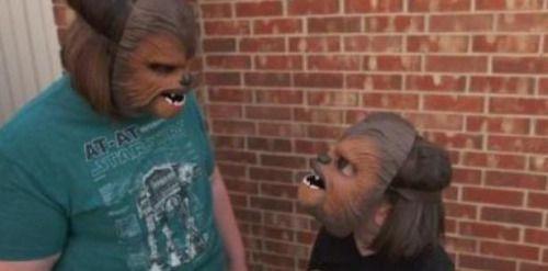[VÍDEOS] JJ Abrams comparte con la mujer Chewbacca...