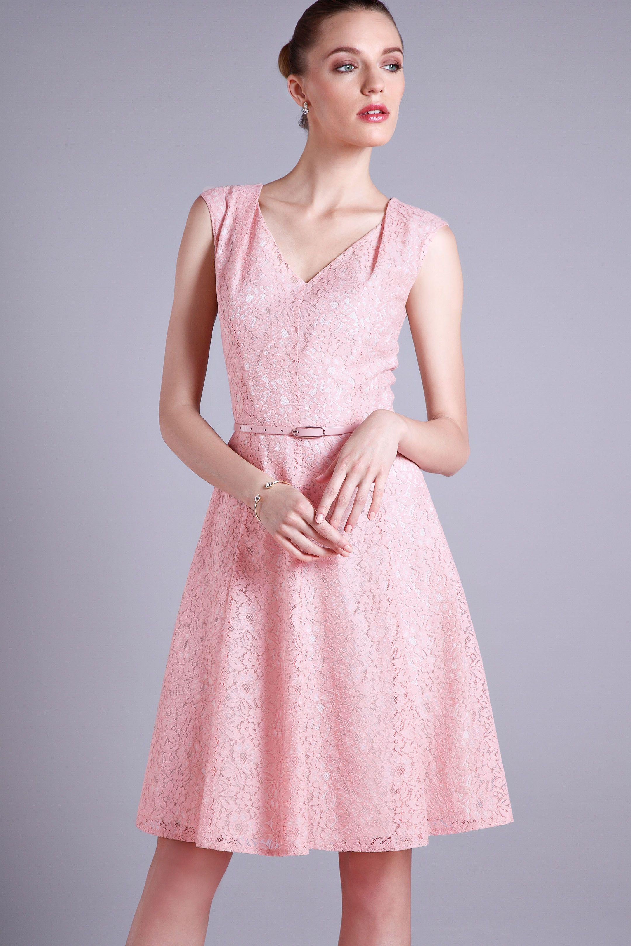 Detalles que enamoran como este vestido en encaje rosa.   Dresses ...