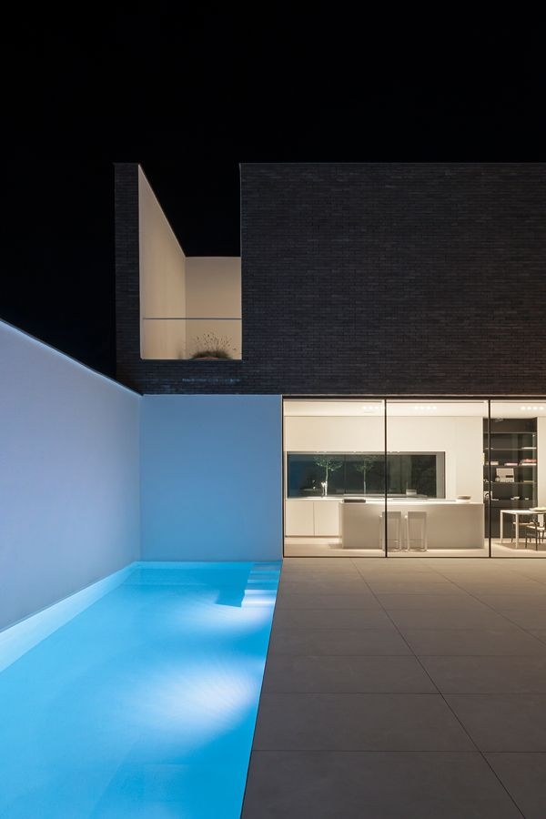 model home . AR+  | Architectenbureau Dugardyn design modern home.sleek design lines, supersised tiles