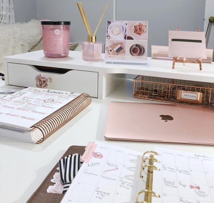 Büro zu Hause / pinker Laptop / pinkes Büro / Girly Office #girly #Laptop #off #computer