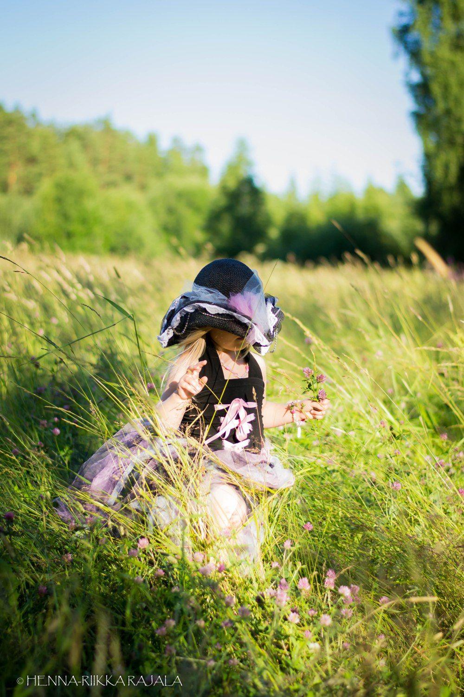 Diy pirate princess costume, more info (in finnish) here: Ompelin tyttärelle synttäreille merirosvoprinsessapuvun. Vaikka en vielä oikein osaa ommella, tuli tästä ihan kiva. :) Linkissä lisää kuvia asusta. https://moniajoa.wordpress.com/2017/07/30/merirosvoprinsessan-juhlat/