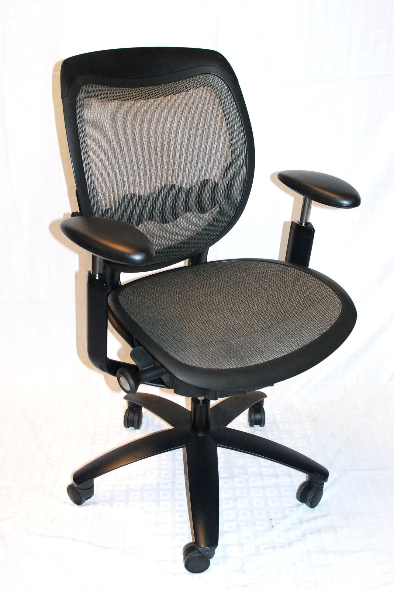 Izzy Design Maxwell Chair   Get A Quote Today For Your Next Office Furniture !