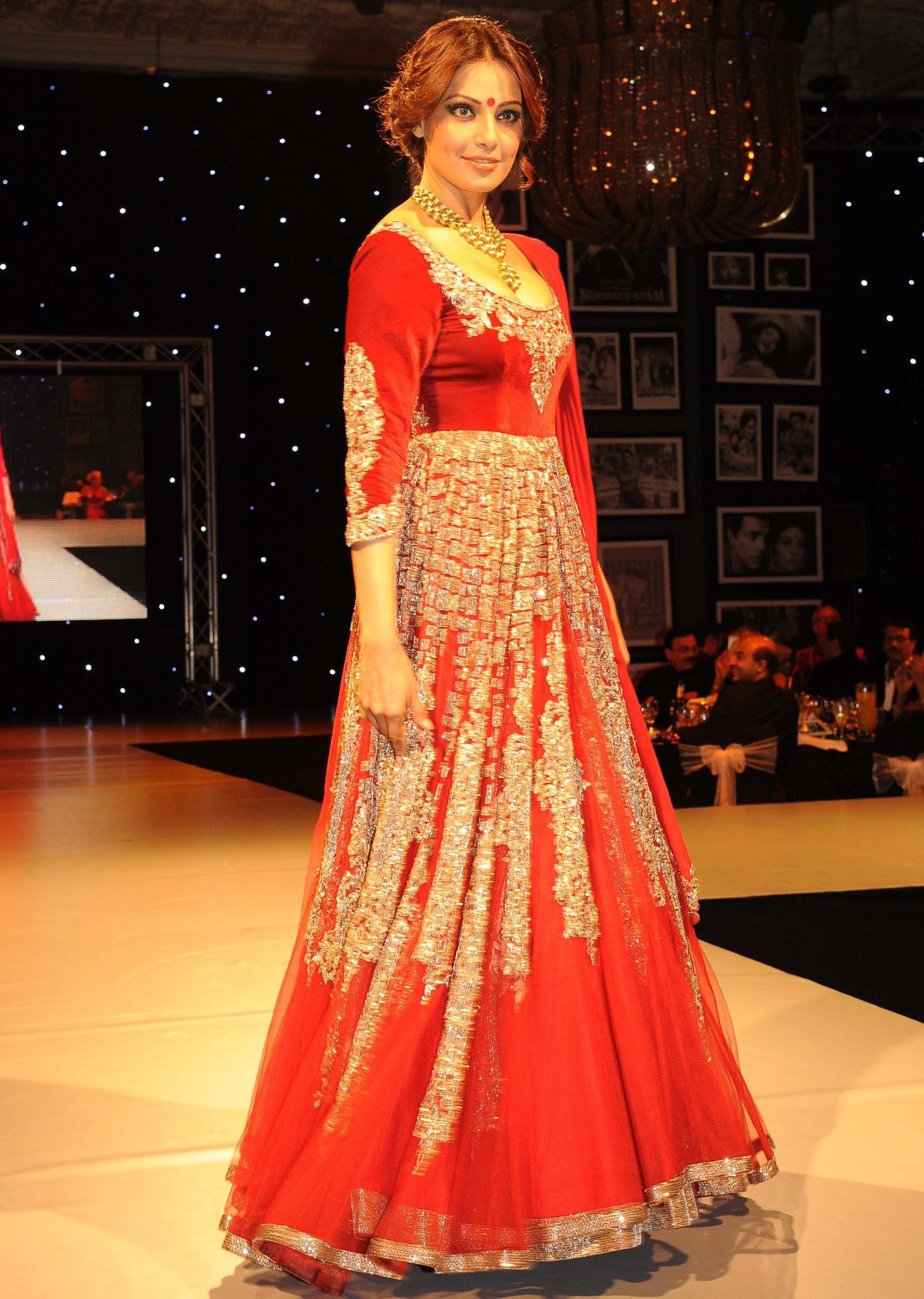 Manish malhotra anarkali manish malhotra anarkali hd wallpapers car - Bipasha Basu In Red Dress Walking The Ramp For Manish Malhotra Festive Collection In London