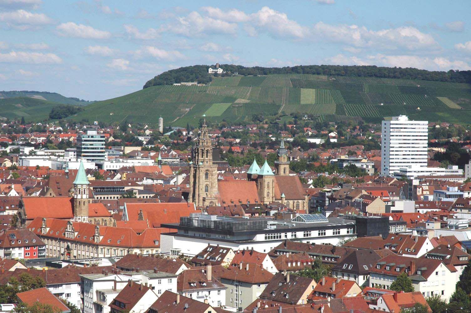 Deutsch Die Heilbronner Innenstadt Mit Dem Wartberg Im Hintergrund Standort Rosenberg Hochhaus English Inner City Of Hei Heilbronn Innenstadt Deutschland